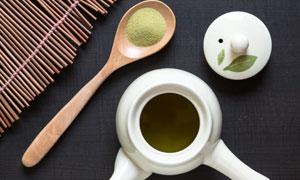 研磨成粉末的茶叶特写摄影高清图片