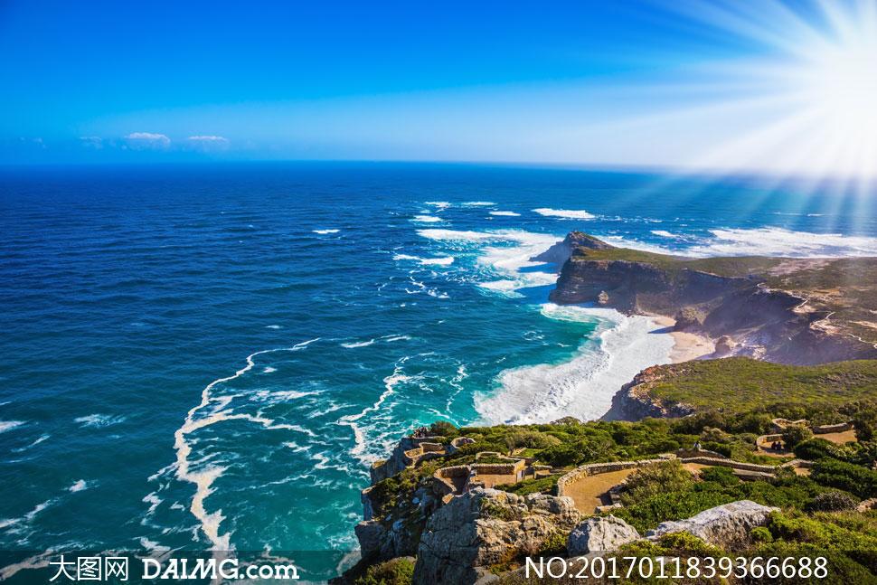 蔚蓝涩天空与海岸风光摄影高清图片