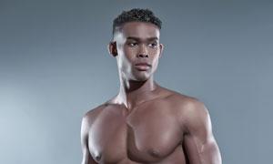 裸露着上身的肌肉男人摄影高清图片