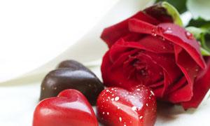 爽滑糖果与玫瑰花特写摄影高清图片
