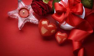 丝带礼物盒与玫瑰花朵摄影高清图片