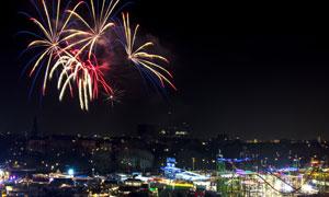 城市夜空绽放璀璨烟花摄影高清图片