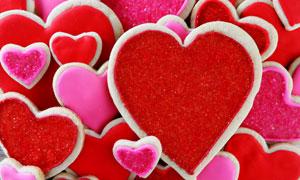 红色与粉红色的桃心甜点等高清图片