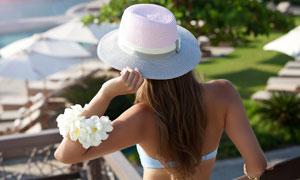 戴着编织帽的内衣美女摄影高清图片
