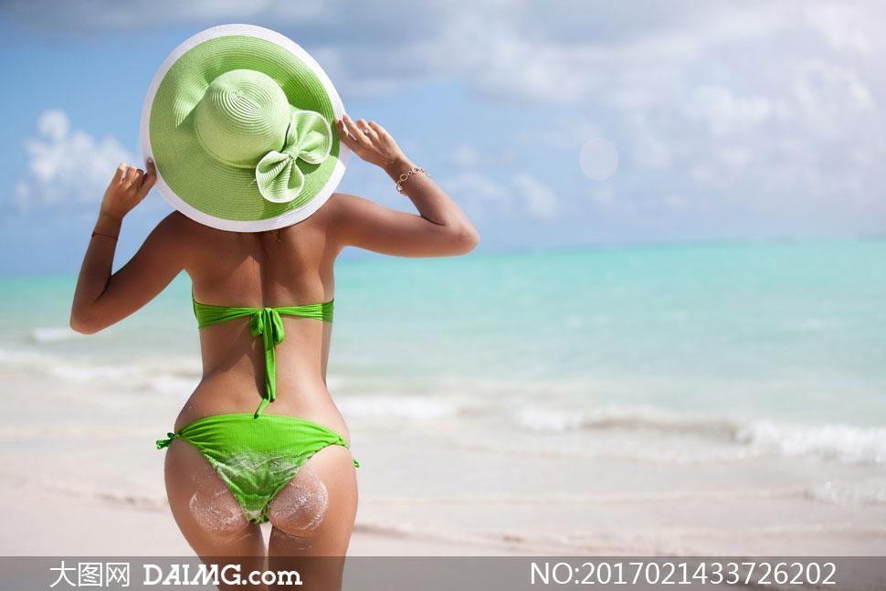 背影背后帽子绿色蝴蝶结比基尼性感翘臀手链饰品首饰海边大海海景海水