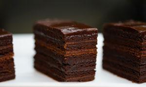 美味可口的巧克力千层蛋糕高清图片