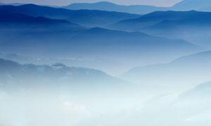 影影绰绰远处山峦风光摄影高清图片
