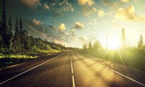 天空白云道路风景逆光摄影高清图片