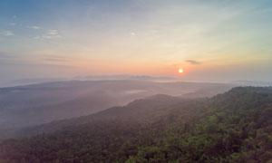雾气缭绕山峦晚霞风景摄影高清图片