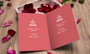 在玫瑰花瓣衬托下的邀请函贴图模板