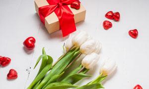 郁金香与礼物盒包装等摄影高清图片