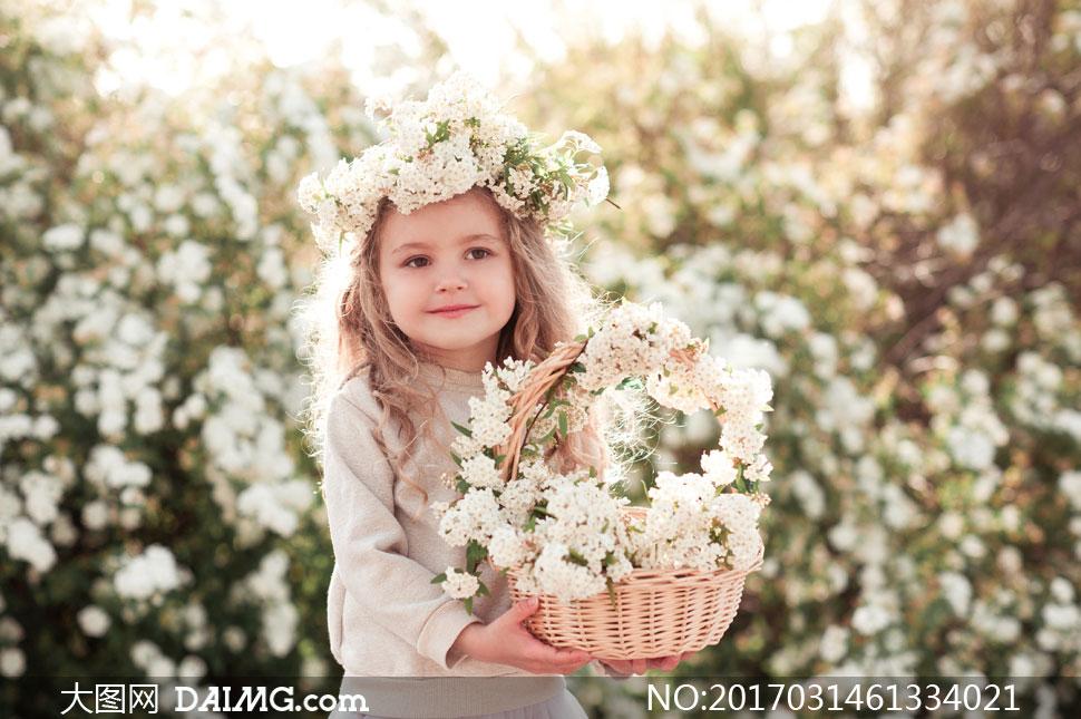 面带微笑的可爱小女孩摄影高清图片