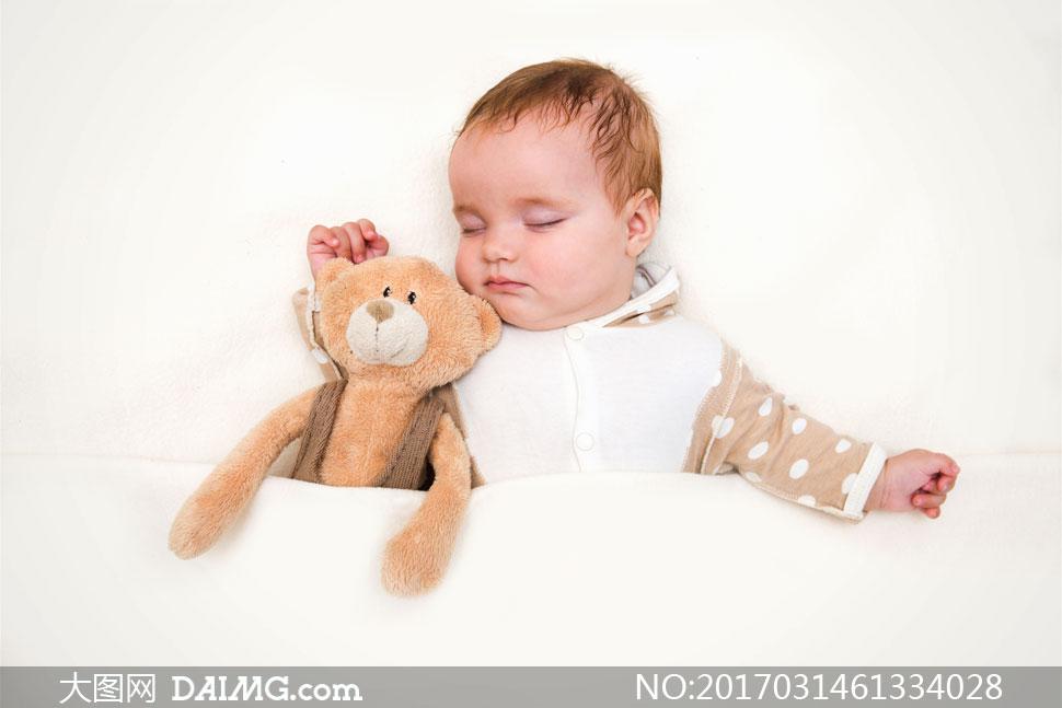 可爱小孩拥抱图片