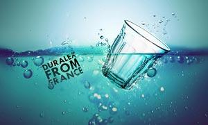 杯子落入水中创意海报PS教程素材