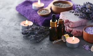 蜡烛精油与毛巾等香薰用品高清图片