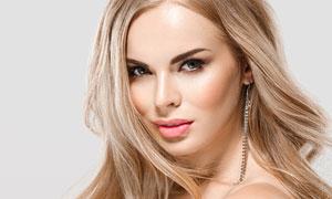 中分发型香肩美女人物摄影高清图片