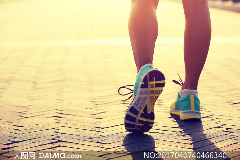 高清图片 健身运动 > 素材信息                          在海边跑步