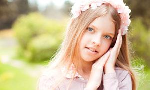 粉红花饰长发女孩人物摄影高清图片
