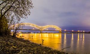 夜景与灯火通明的大桥摄影高清图片