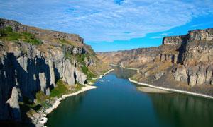 蓝天白云峡谷自然风光摄影高清图片