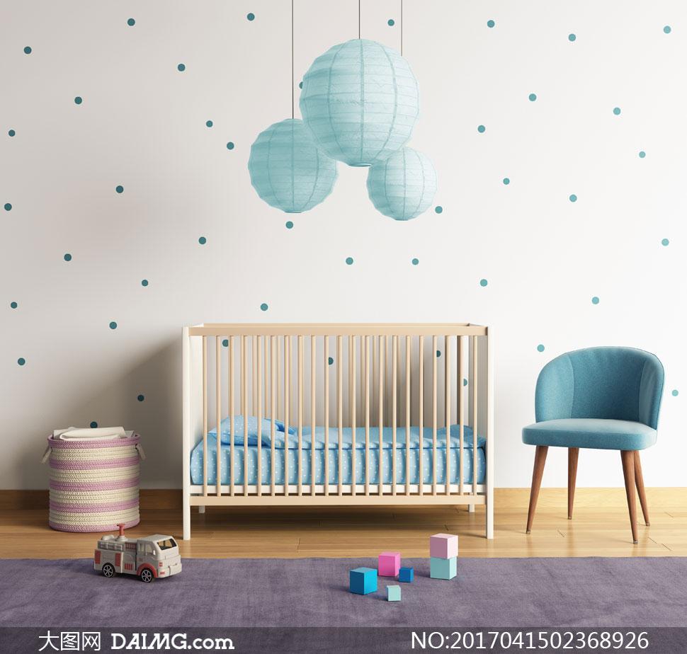 儿童房里的玩具与积木摄影高清图片         房间角落的衣
