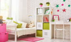 房间小床收纳柜与书桌摄影高清图片