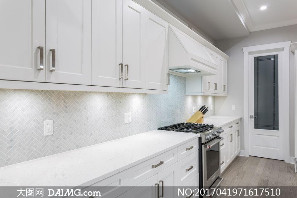 现代简约风格厨房照明效果高清图片图片