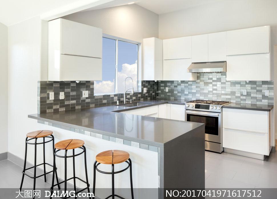 设置有吧台的厨房装修效果高清图片
