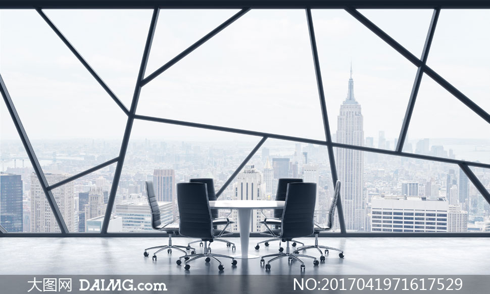 圆桌椅子与窗外的城市风光高清图片