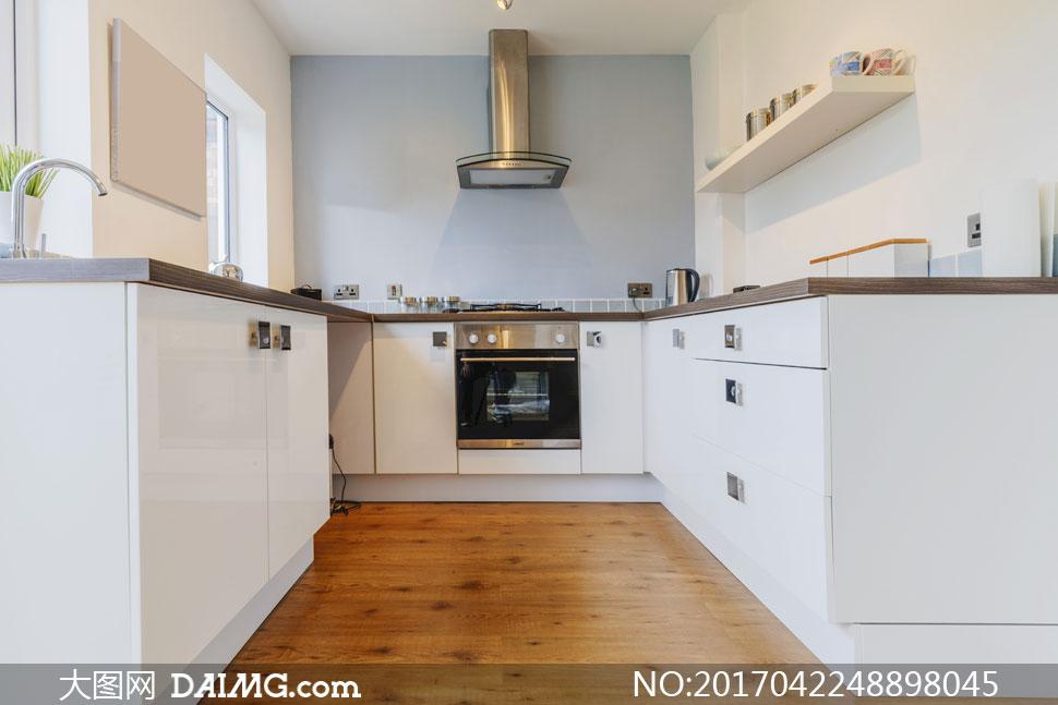 厨房欧式油烟机与置物架等高清图片
