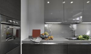 厨房蔬菜水果与黑色的橱柜高清图片