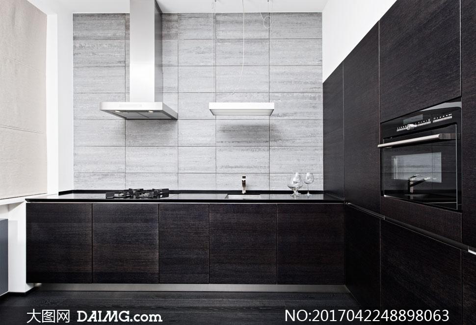 黑白灰色调的厨房实景效果高清图片