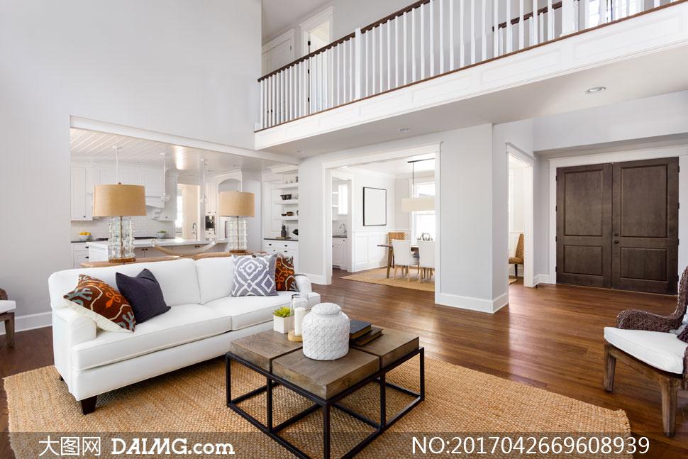 客厅护栏栏杆房门木地板餐厅桌椅茶几枕头抱枕靠枕地毯地垫椅子厨房复