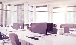 在耀眼阳光下的办公室摄影高清图片