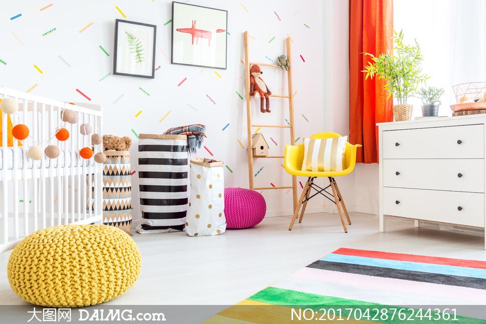 儿童画整理房间和衣物_房间婴儿床与植物家具摄影高清图片_大图网图片素材