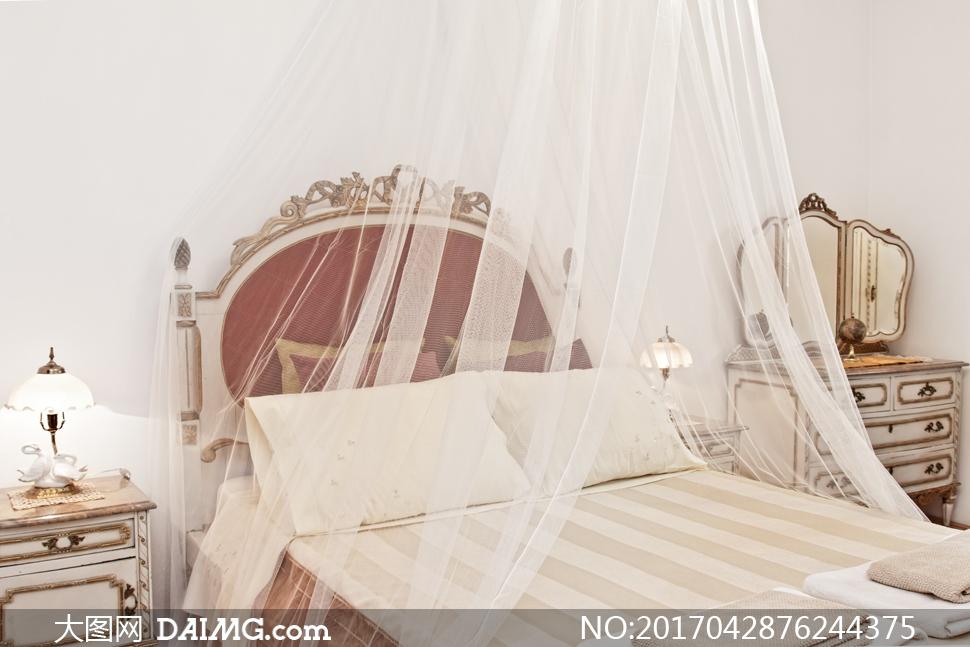 卧室幔帐下的欧式大床摄影高清图片