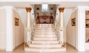 欧式豪华别墅楼梯台阶摄影高清图片