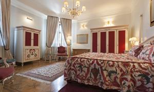 卧室房间衣柜与双人床摄影高清图片