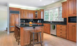 厨房实木橱柜效果展示摄影高清图片