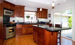 厨房操作台与橱柜实景摄影高清图片
