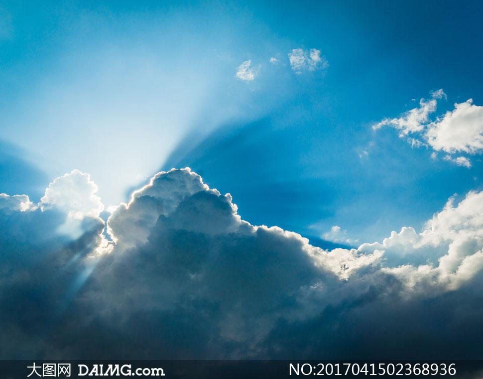 躲在云层后的太阳风光摄影高清图片