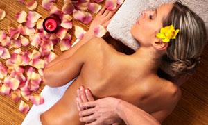 花瓣蜡烛与按摩的美女摄影高清图片
