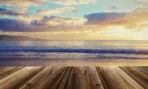 木板与黄昏时分的海景摄影高清图片