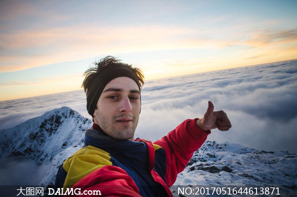 词: 高清大图图片素材摄影人物男人男性登山者自拍拍照自然风光风景
