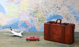 行李箱与飞机轿车缩微模型高清图片