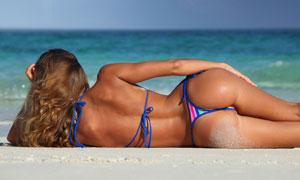 侧着躺的翘臀美女人物摄影高清图片