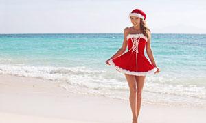 海边红色圣诞裙装美女摄影高清图片
