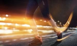 夜晚跑步运动人物创意摄影高清图片