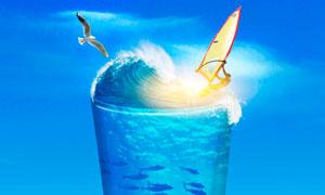 玻璃杯中的夏季海边场景PS教程素材
