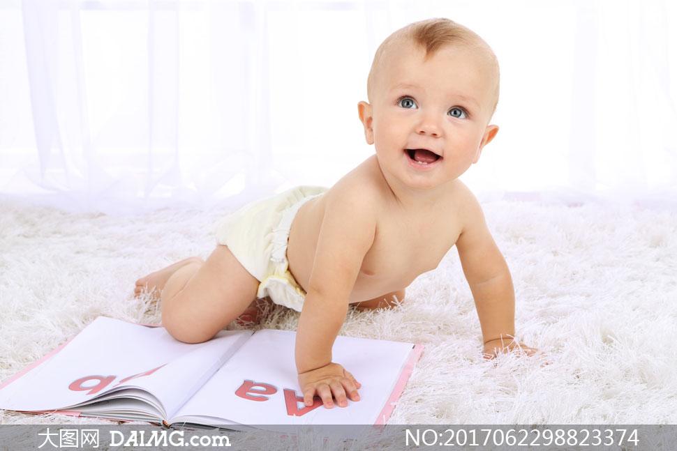 素材图片摄影人物可爱宝宝儿童近景特写写真字母毛毯毛茸茸毛绒绒爬行